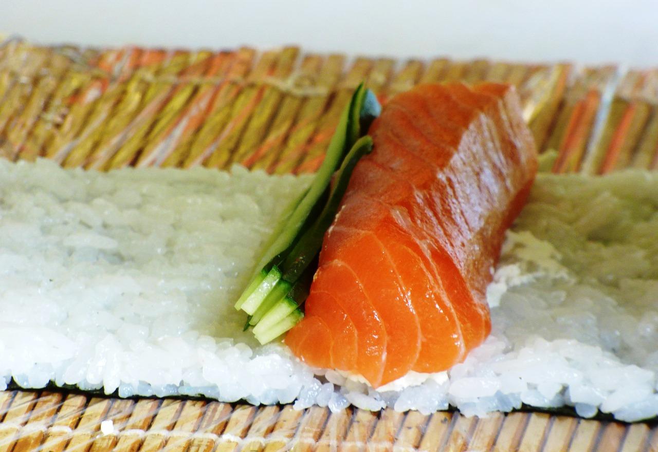 Come tagliare il pesce per fare sushi