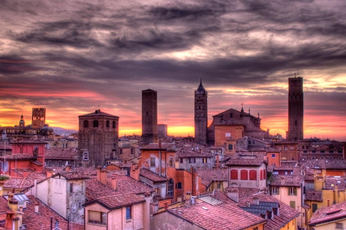 Una lista di nuovi ristoranti aperti nel 2015 a Bologna.
