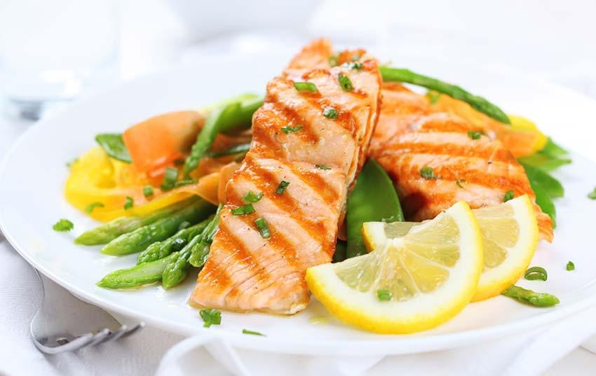 Cena elegante a base di pesce