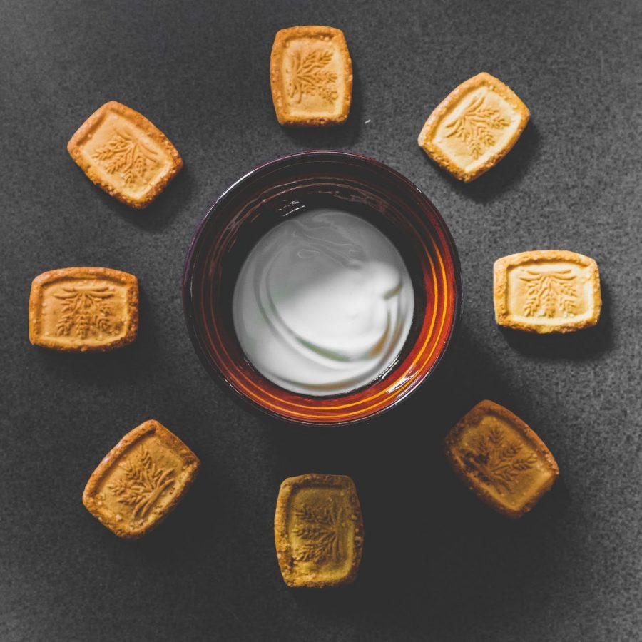 yogurt con biscotti