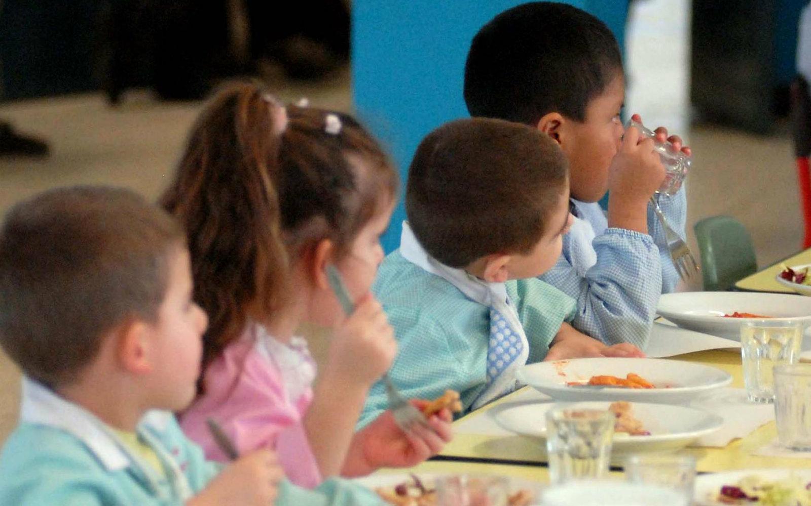 cosa mangiano i bambini alla scuola materna
