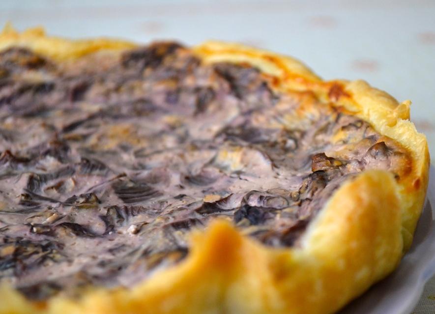 Torta salata con funghi e