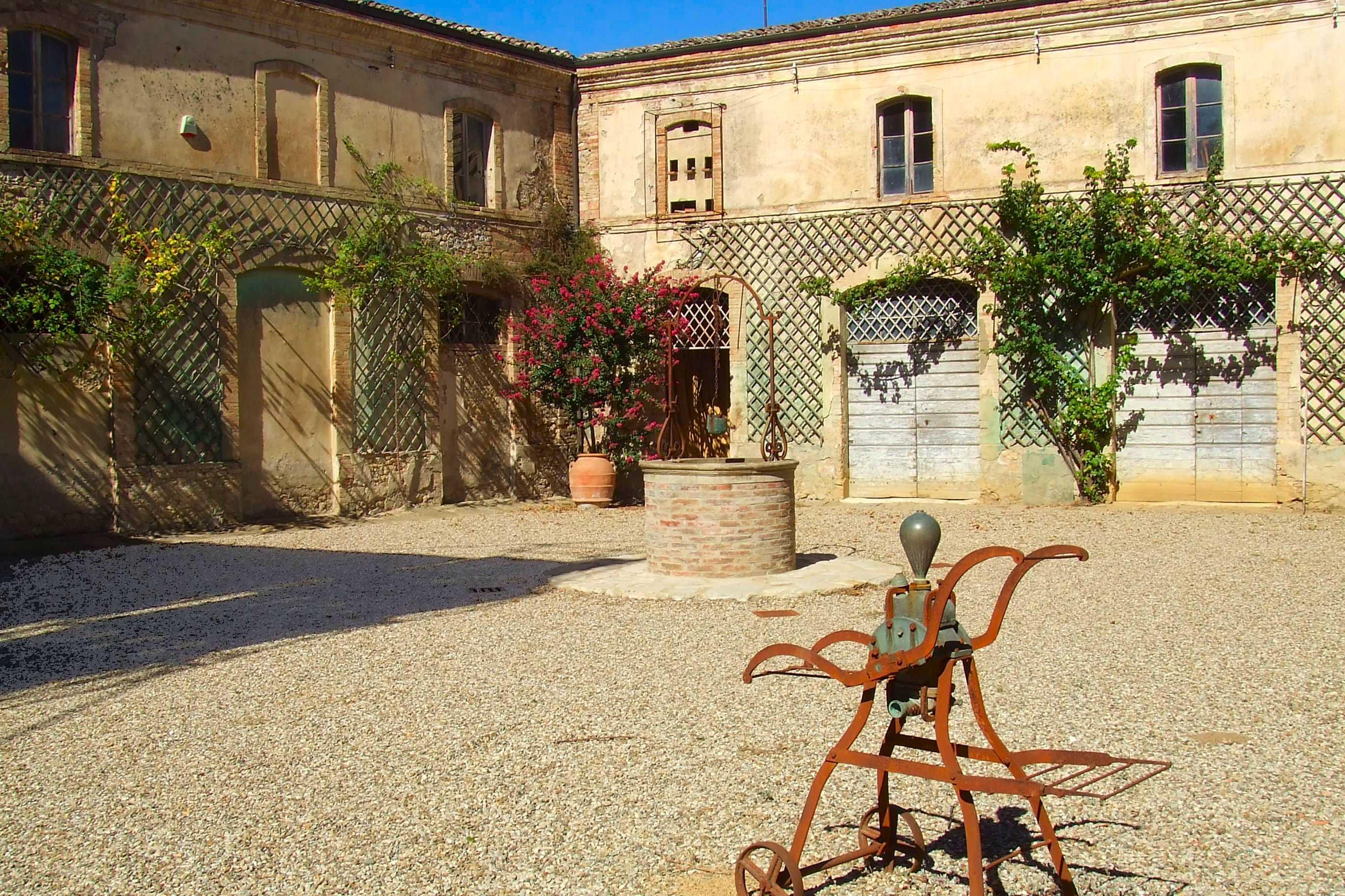 Agriturismo con cantina in toscana