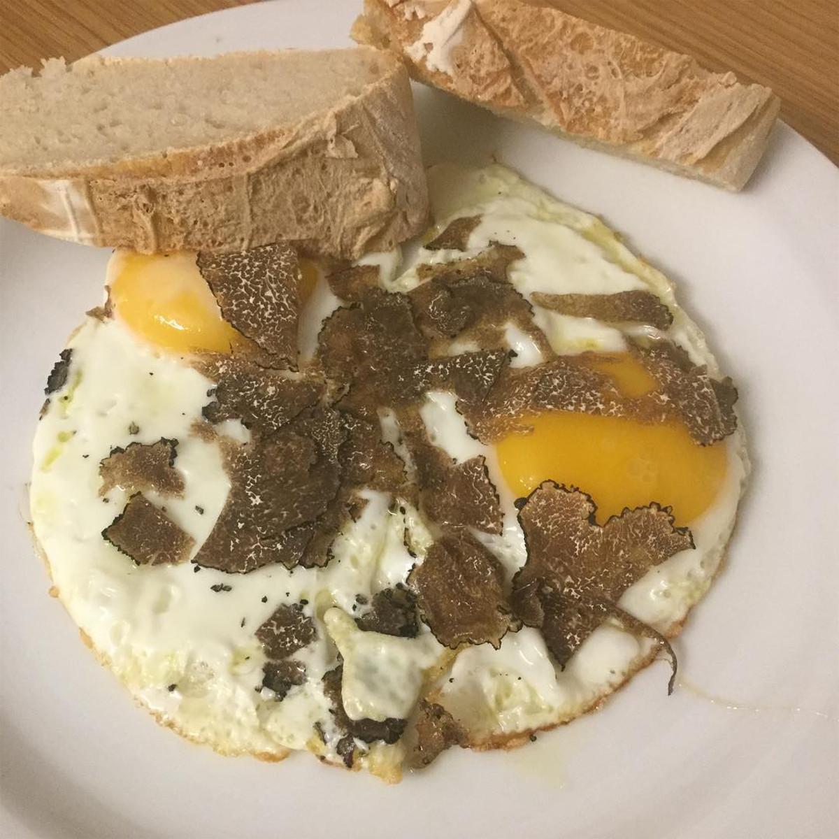 crostini di uova al tartufo