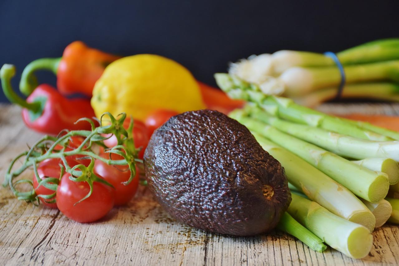 insalata radicchio, sedano e avocado