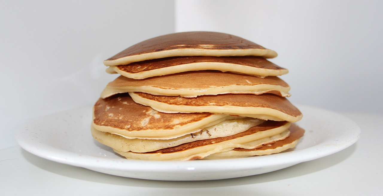 Pancake proteici con banana e avena