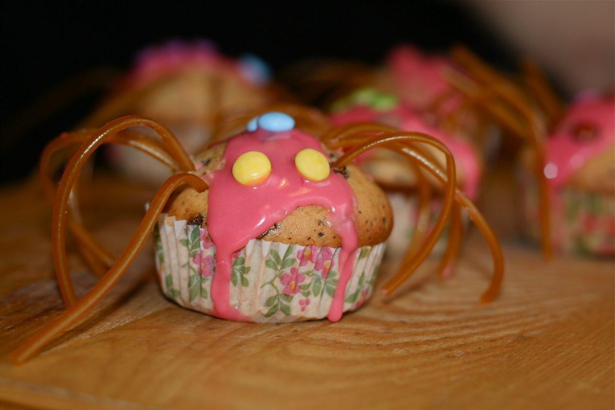 Ragni di Halloween fai da te con i muffin