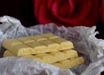 Come sciogliere il cioccolato bianco per decorare: la guida completa