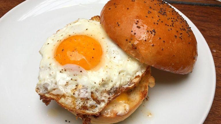 Hamburger con uovo
