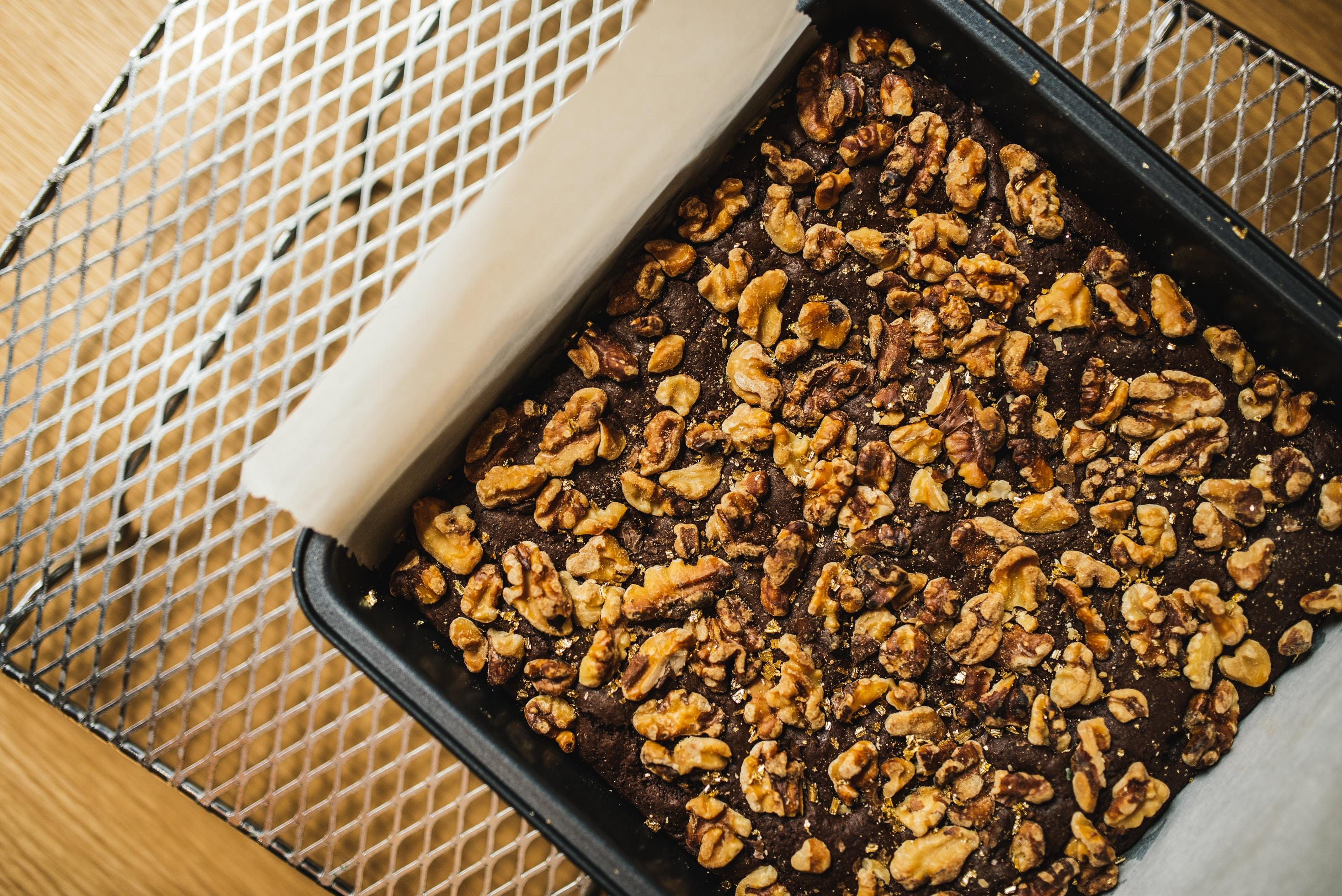 Torta con castagne secche, noci e cioccolato fondente