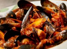 Ricetta per cozze alla marinara con pomodoro: un piatto di pesce sfizioso