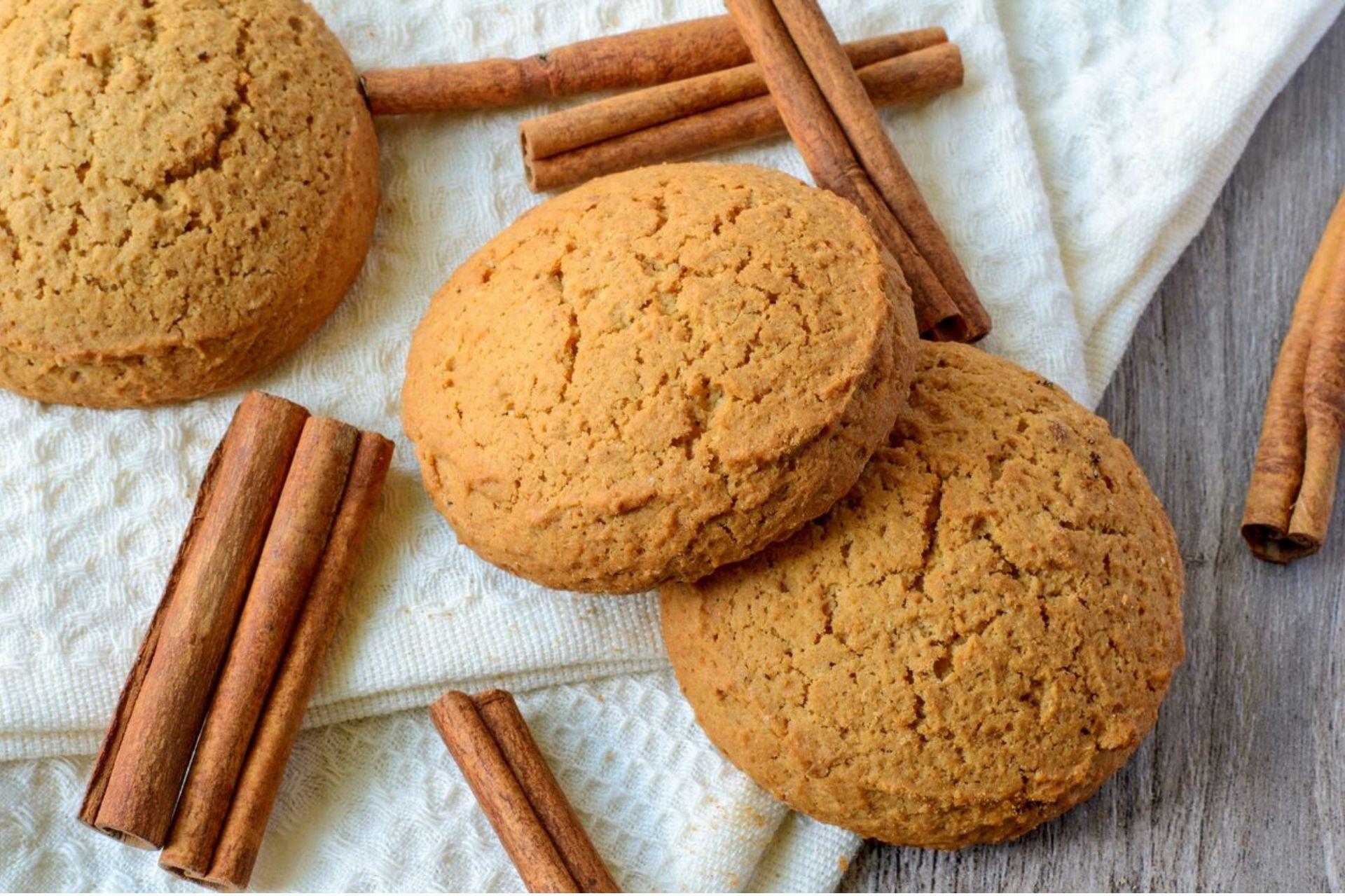 Biscotti dietetici alla cannella: ricetta vegana senza uova e burro