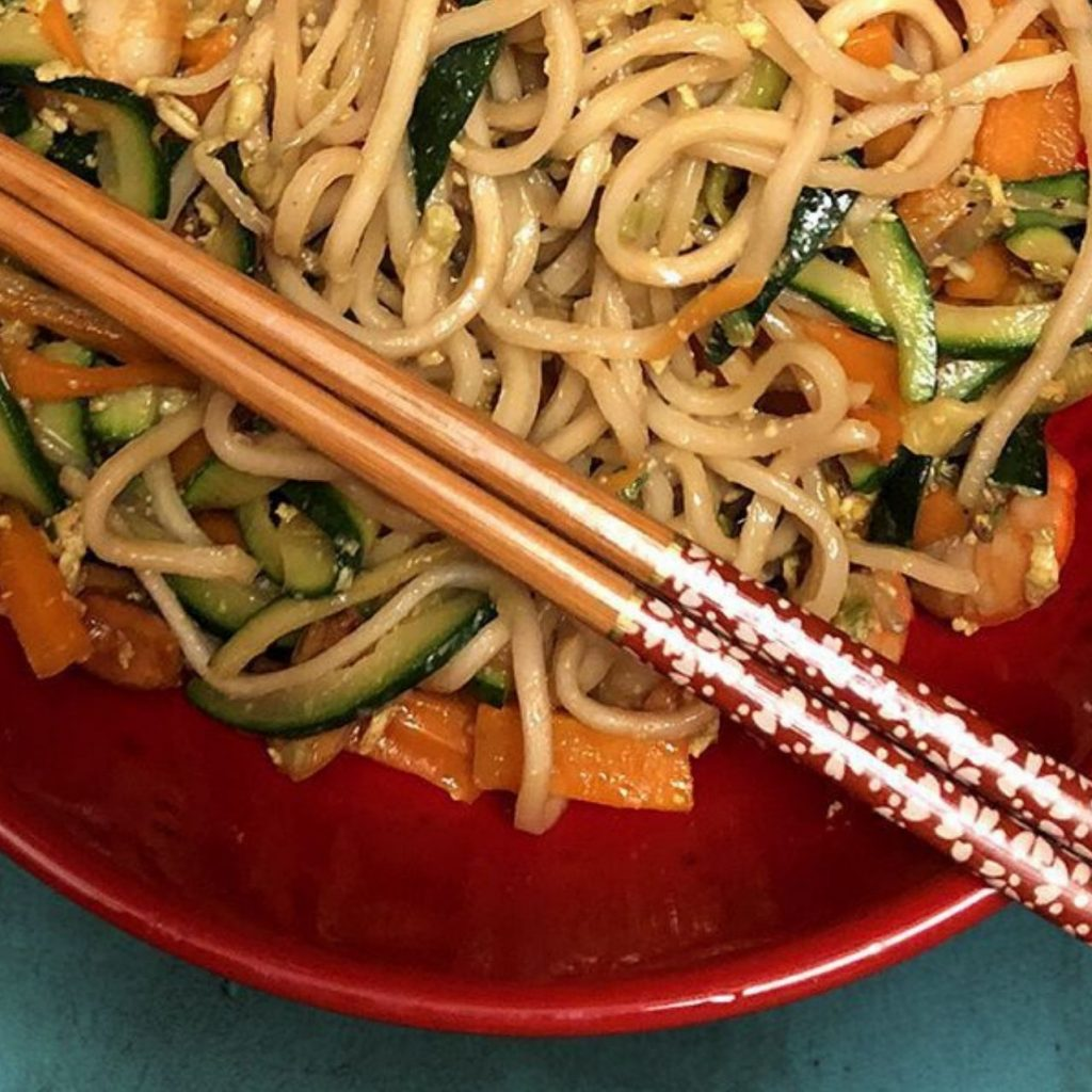 Ricetta Noodles Uova.Noodles Cinesi Con Verdure E Gamberi Sapori Orientali Food Blog