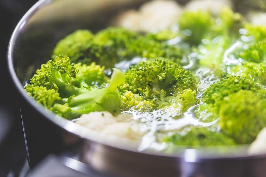 Pasta con broccoli e acciughe sott'olio