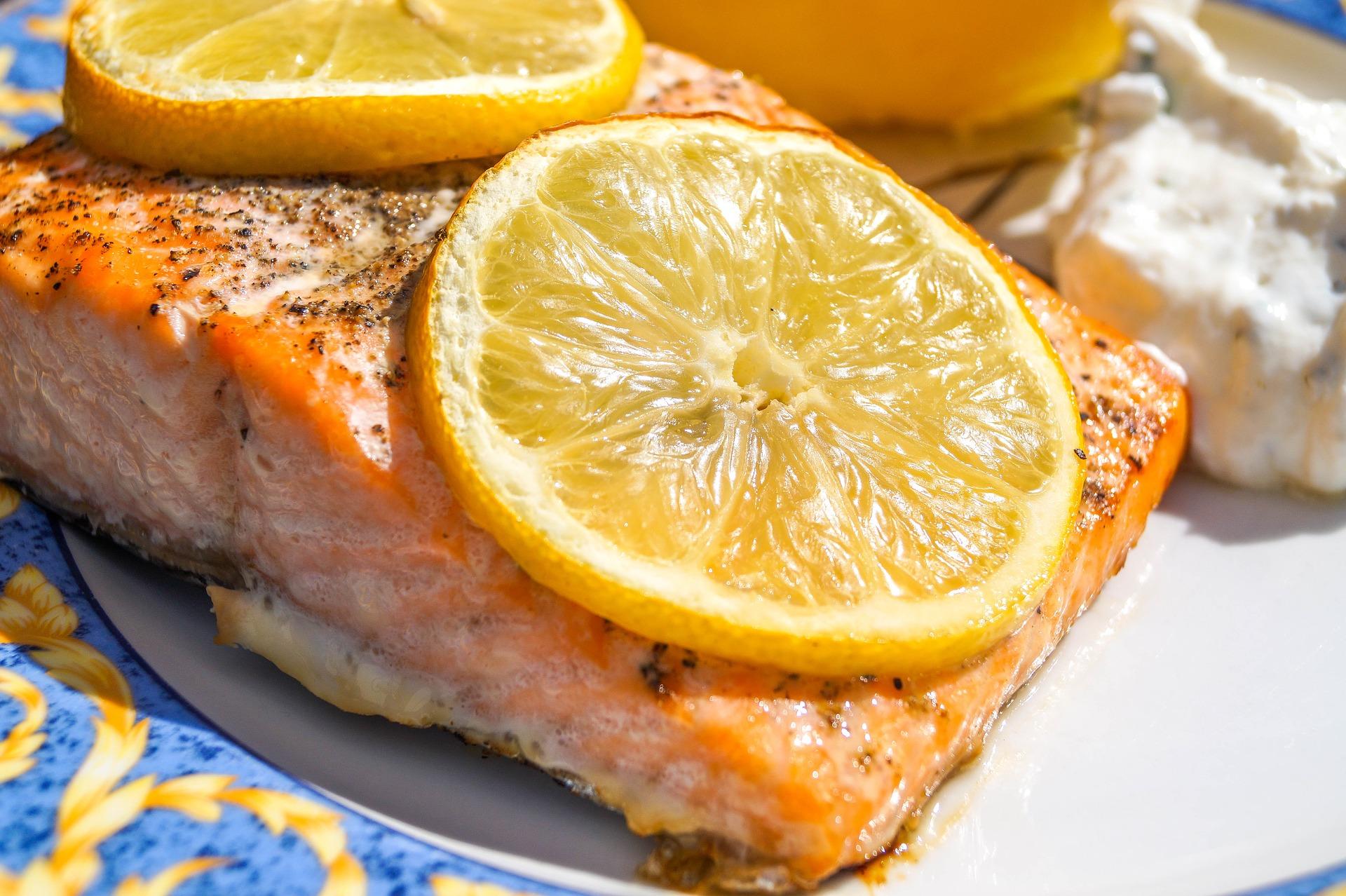 Salmone al vapore con salsa all'arancia