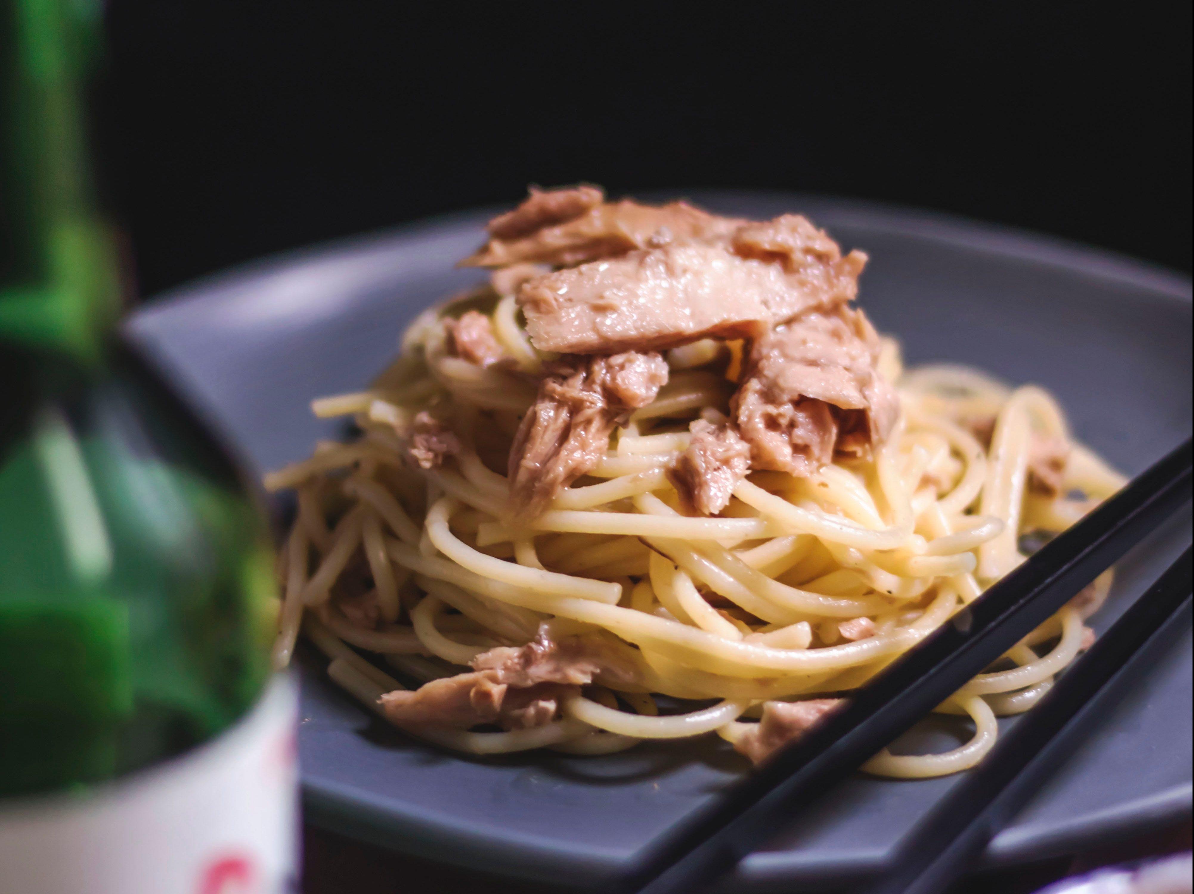 Spaghetti al tonno e limone in bianco