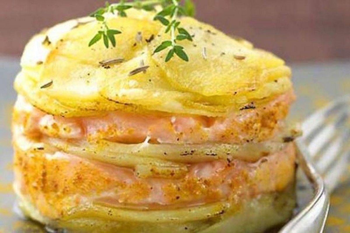millefoglie di patate e salmone affumicato