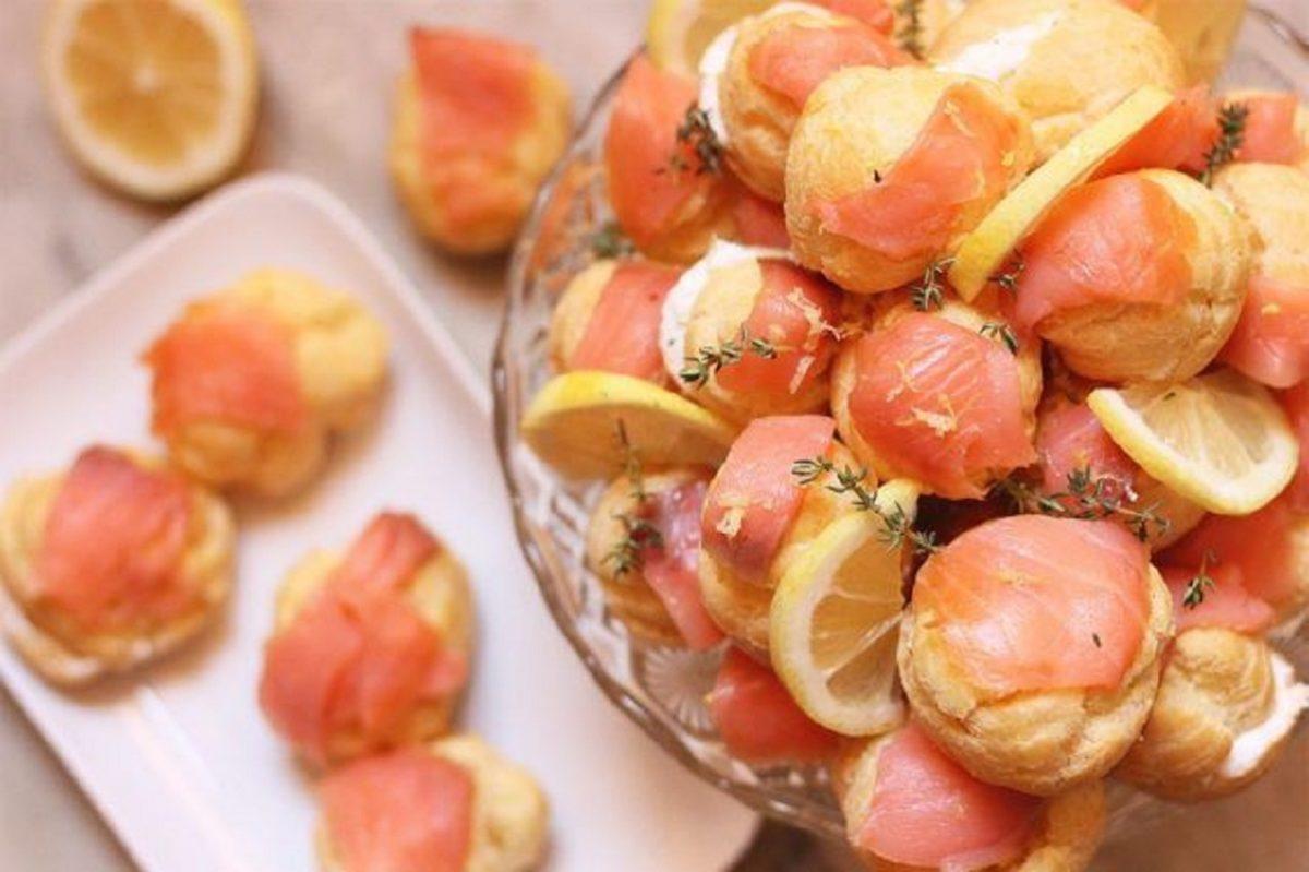 Profiteroles salati con crema di mortadella e stracchino