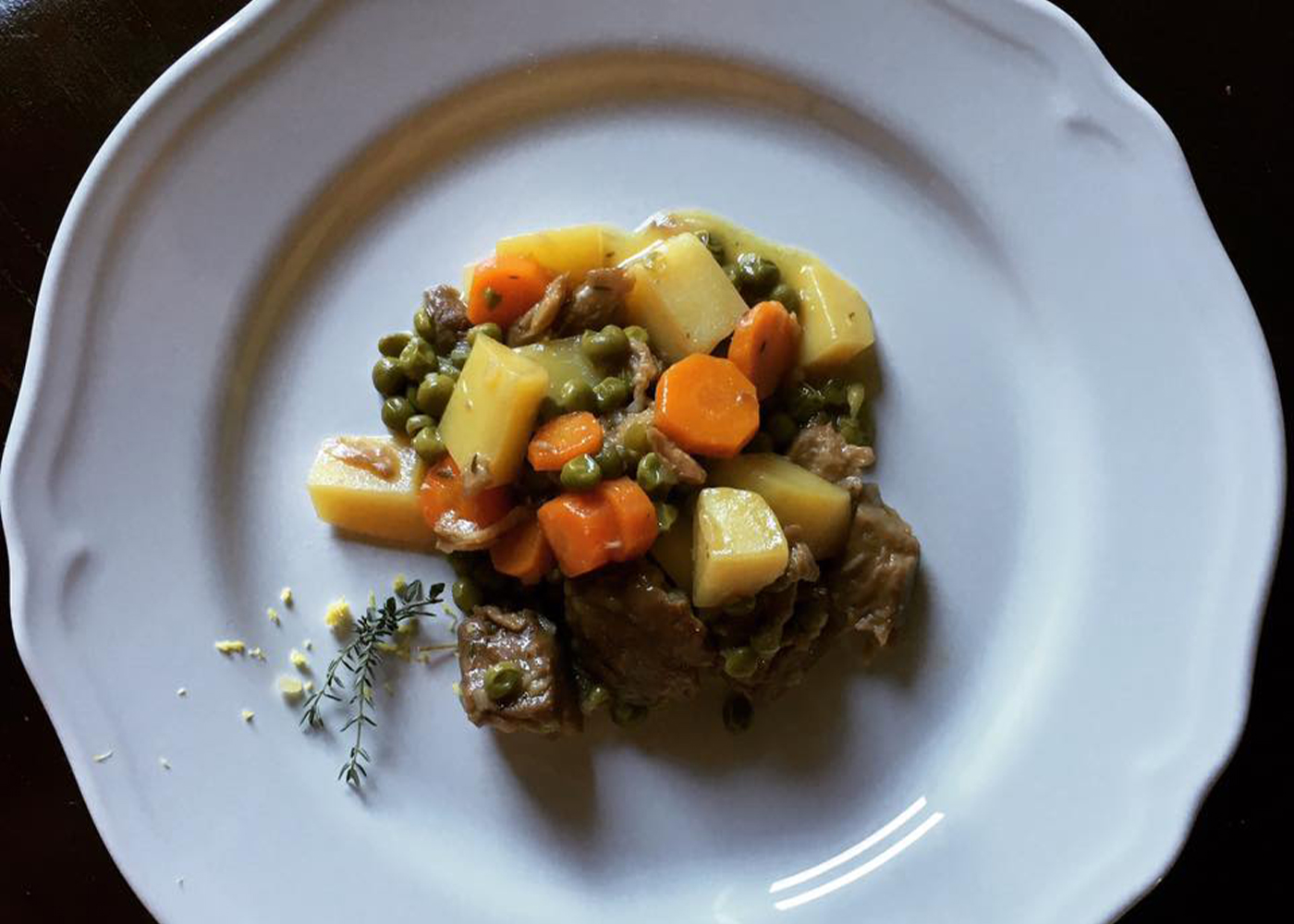 Spezzatino di seitan con patate e piselli