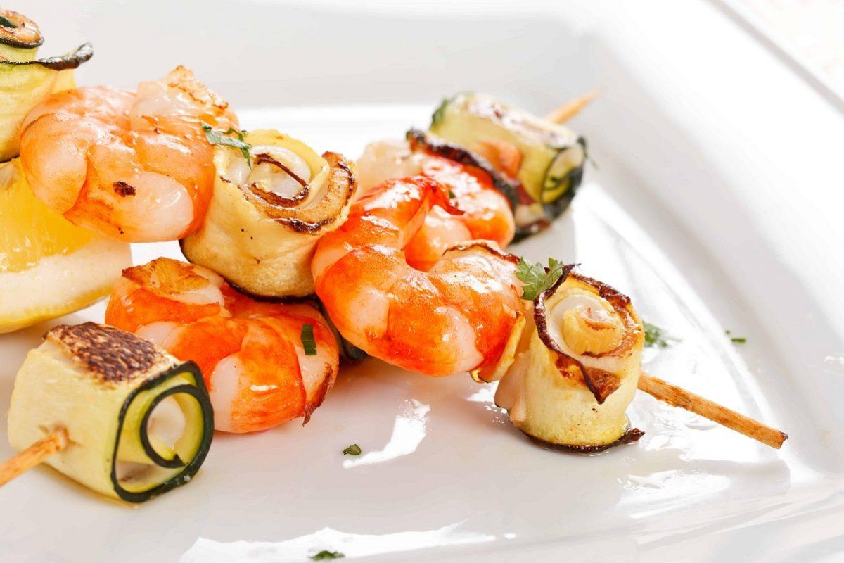 Spiedini di gamberi e zucchine gratinati