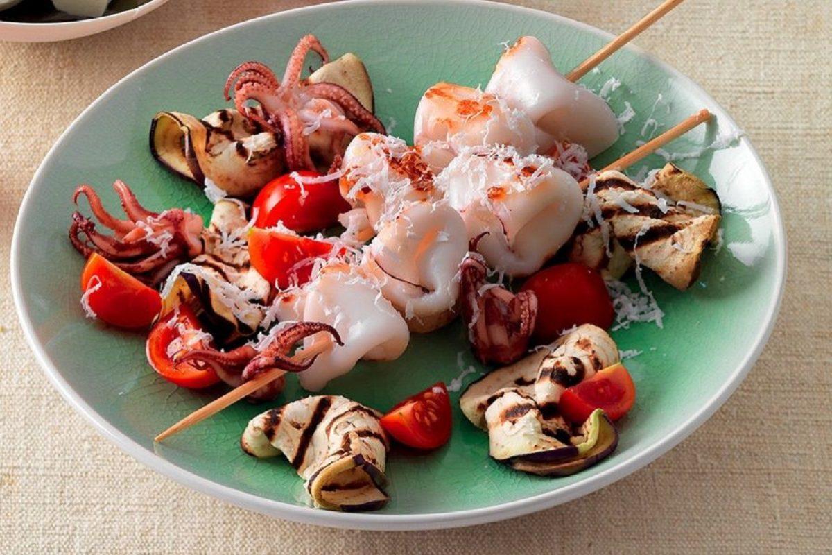 Spiedini di pesce al forno con patate