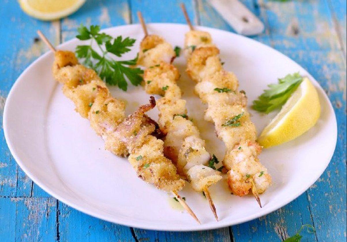 Spiedini di pesce al forno con patate: secondo piatto gustoso| Food Blog