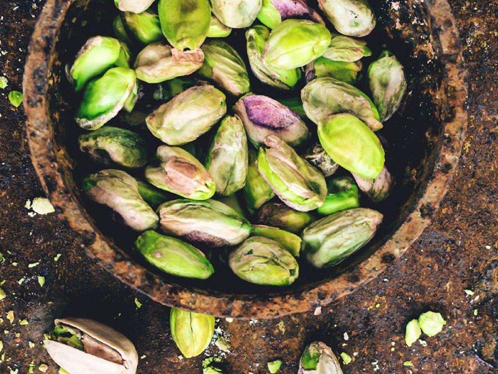 Tomino in crosta di pistacchio