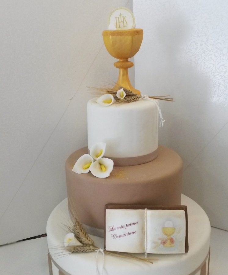 torta per comunione in pasta di zucchero