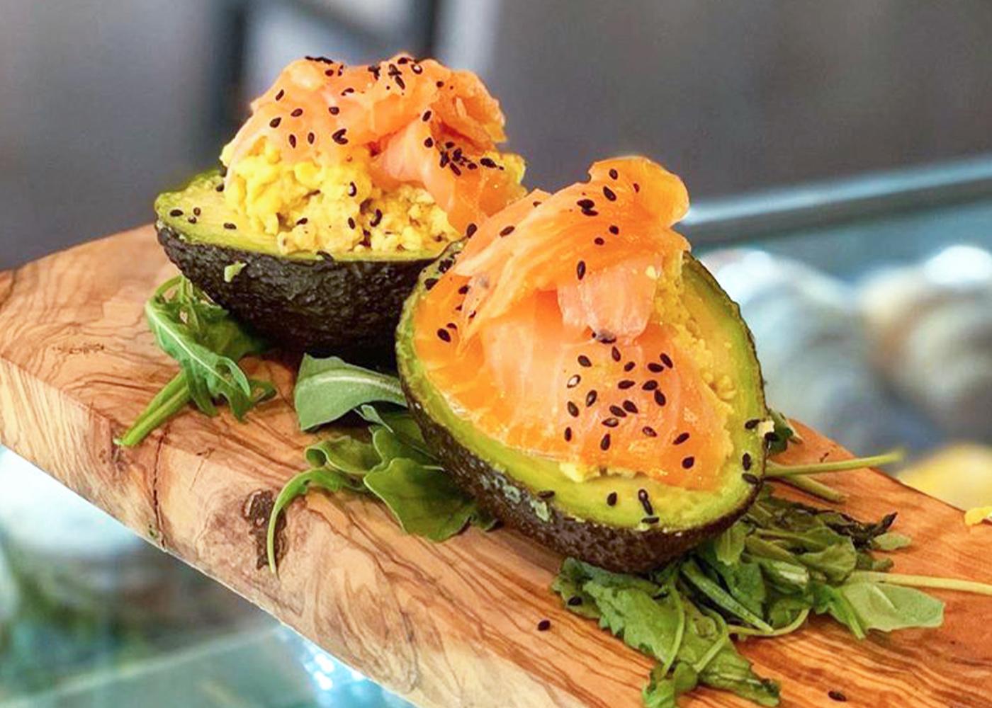 Avocado ripieno di salmone affumicato