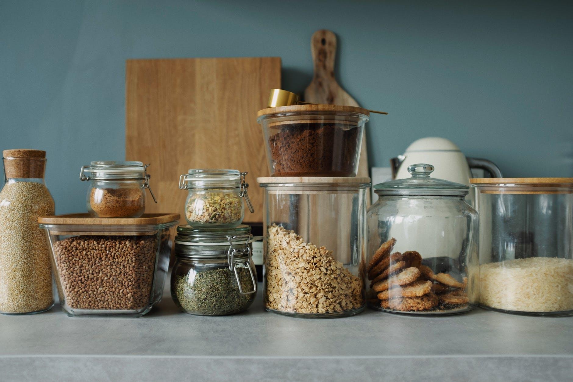 Come togliere le farfalline dalla dispensa: rimedi, pulizia e conservazione del cibo