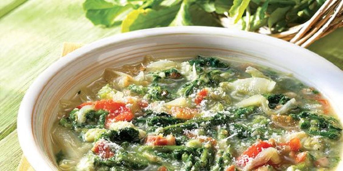 minestra di cicoria piselli e zucchine con formaggio