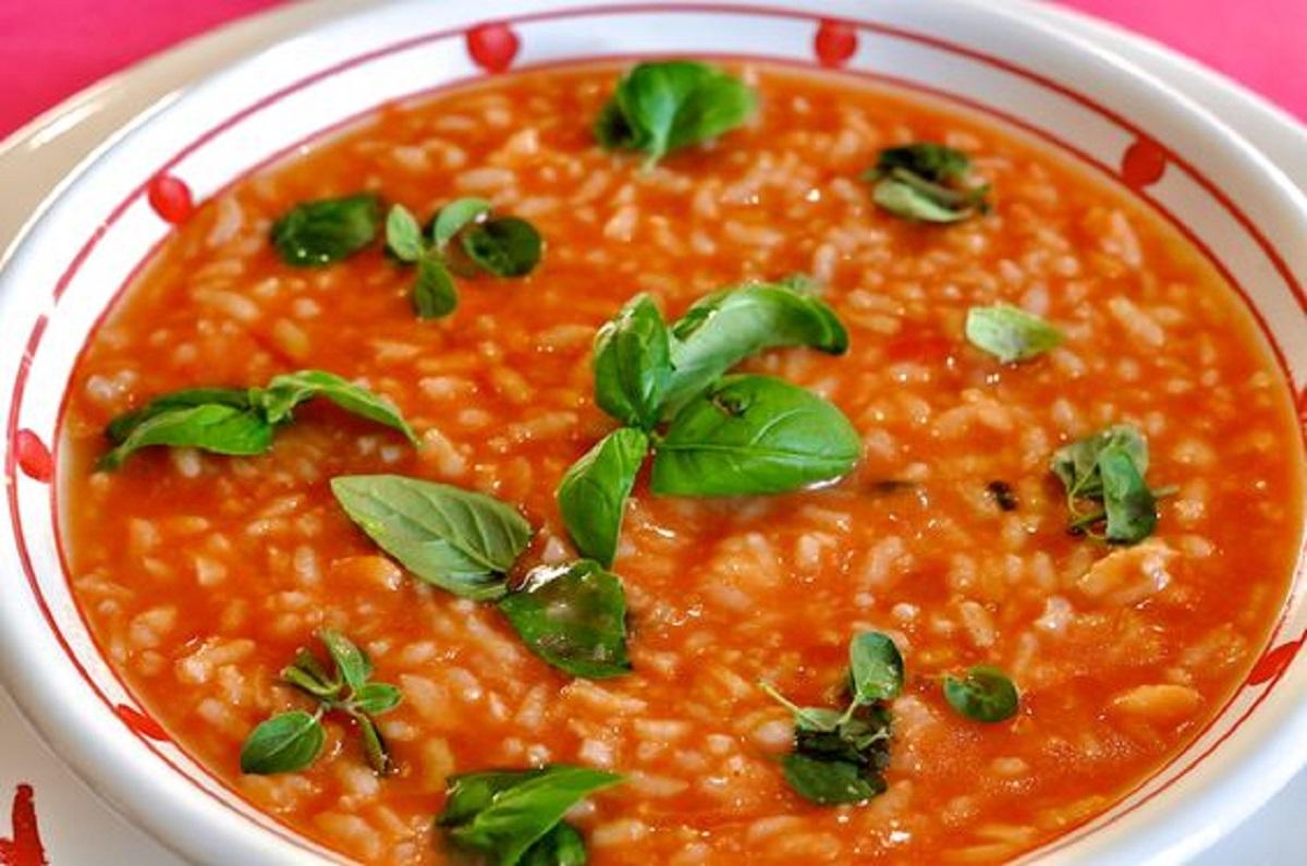 minestra di riso al pomodoro