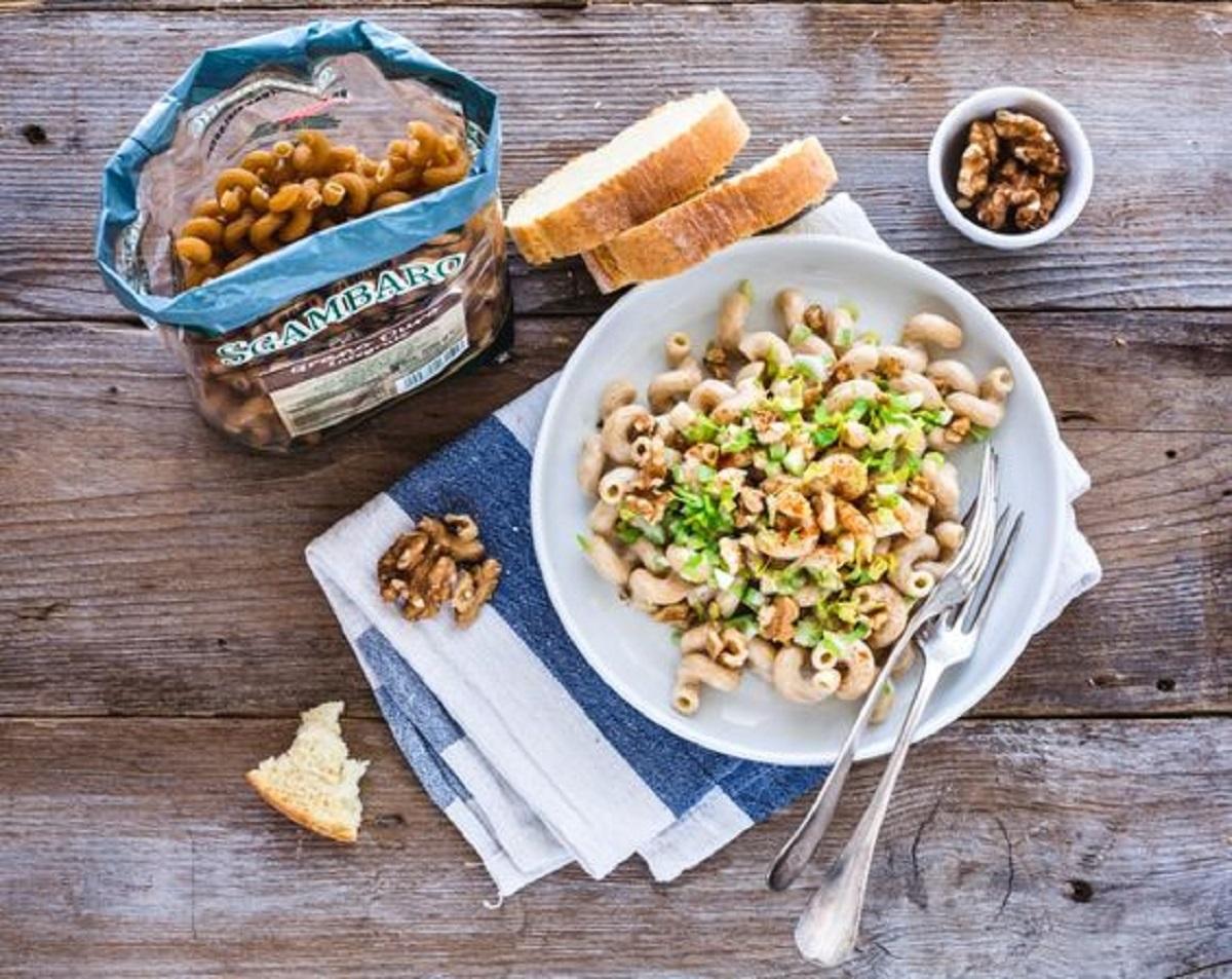 pasta con sedano gorgonzola e noci
