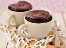 Torta in tazza senza farina e lievito al cioccolato