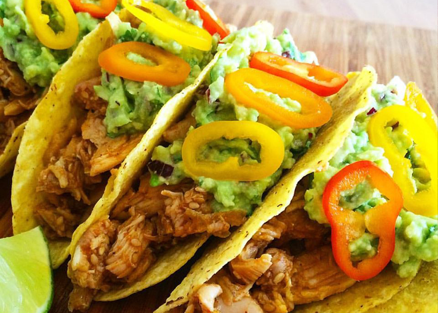 Tortillas con pollo e guacamole