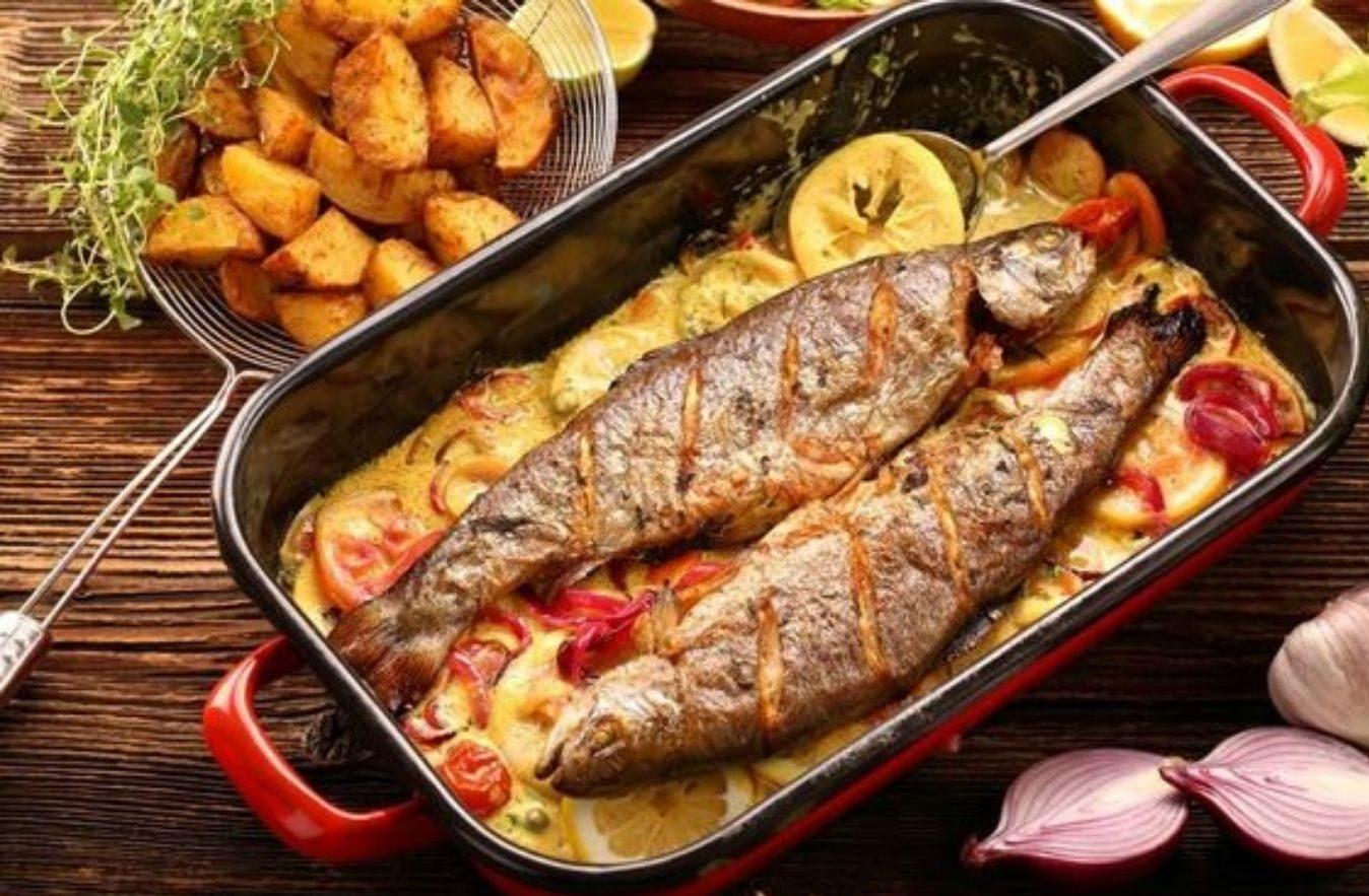Trota al forno con patate e rosmarino