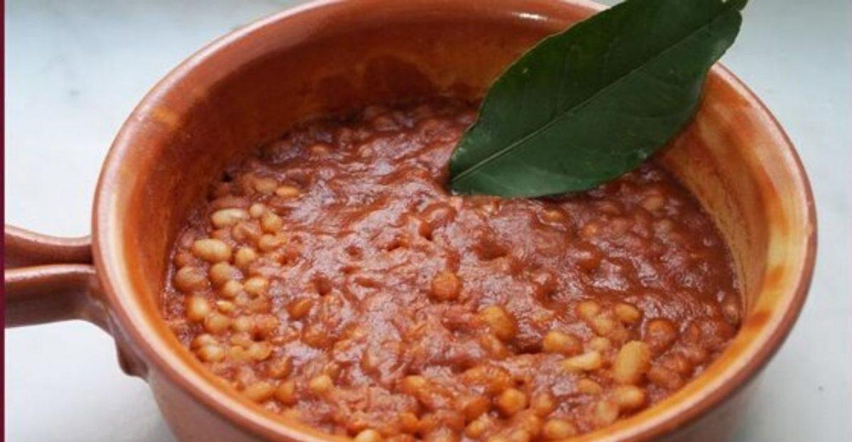 Zuppa di pomodori con zucca e fagioli