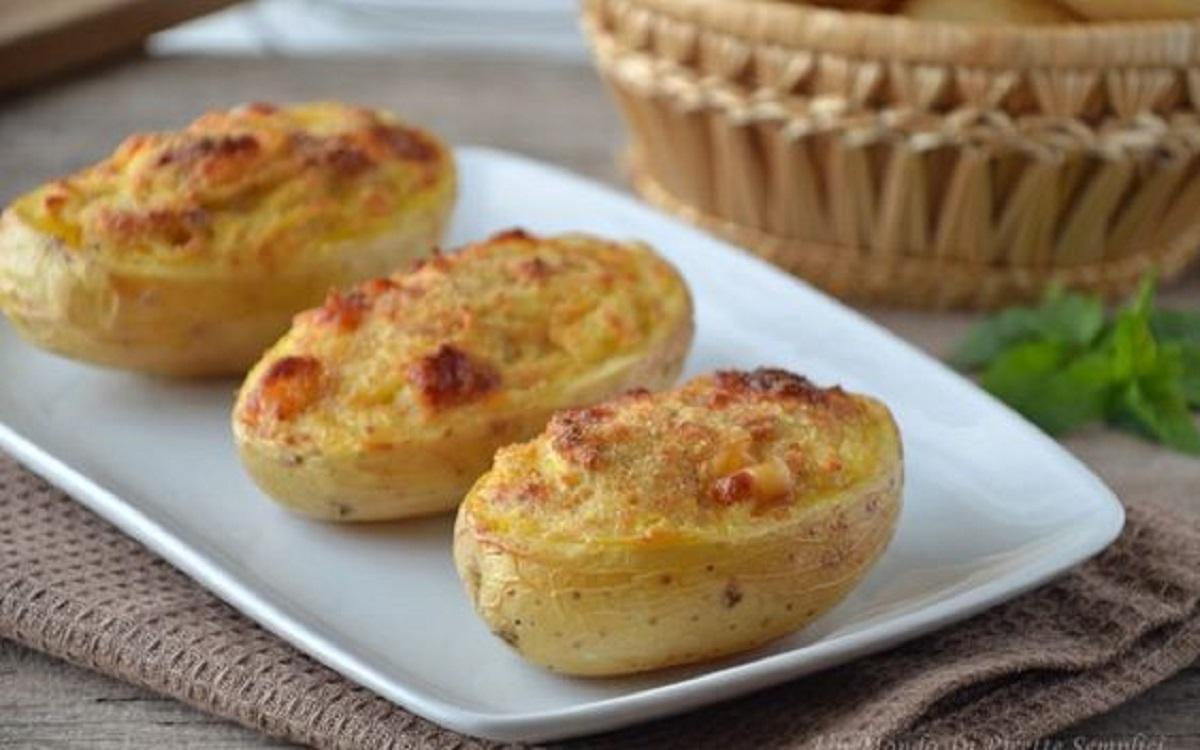 barchette di patate con salsiccia stracchino e mozzarella