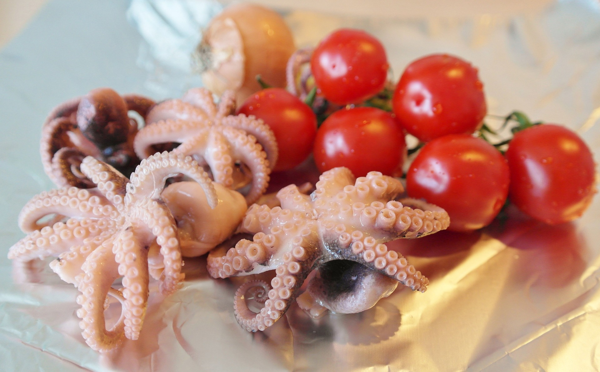 Linguine al nero di seppia con calamari