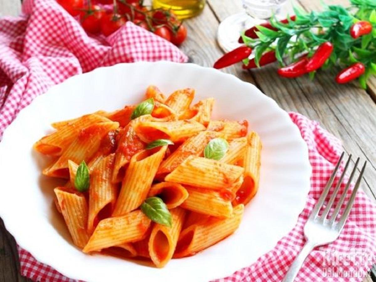 pasta con sugo di basilico