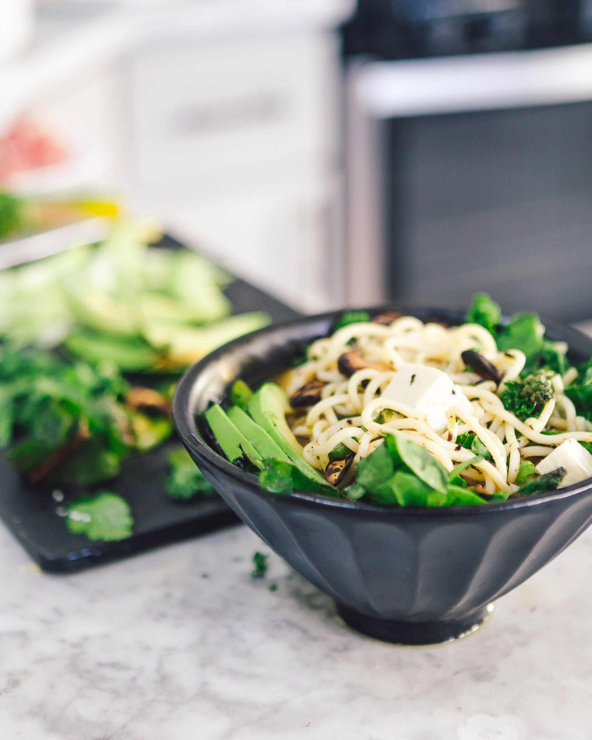 Spaghetti con germogli di soia e verdure