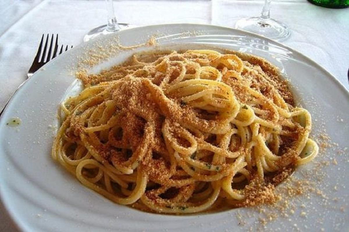 spaghetti con pangrattato e peperoncino