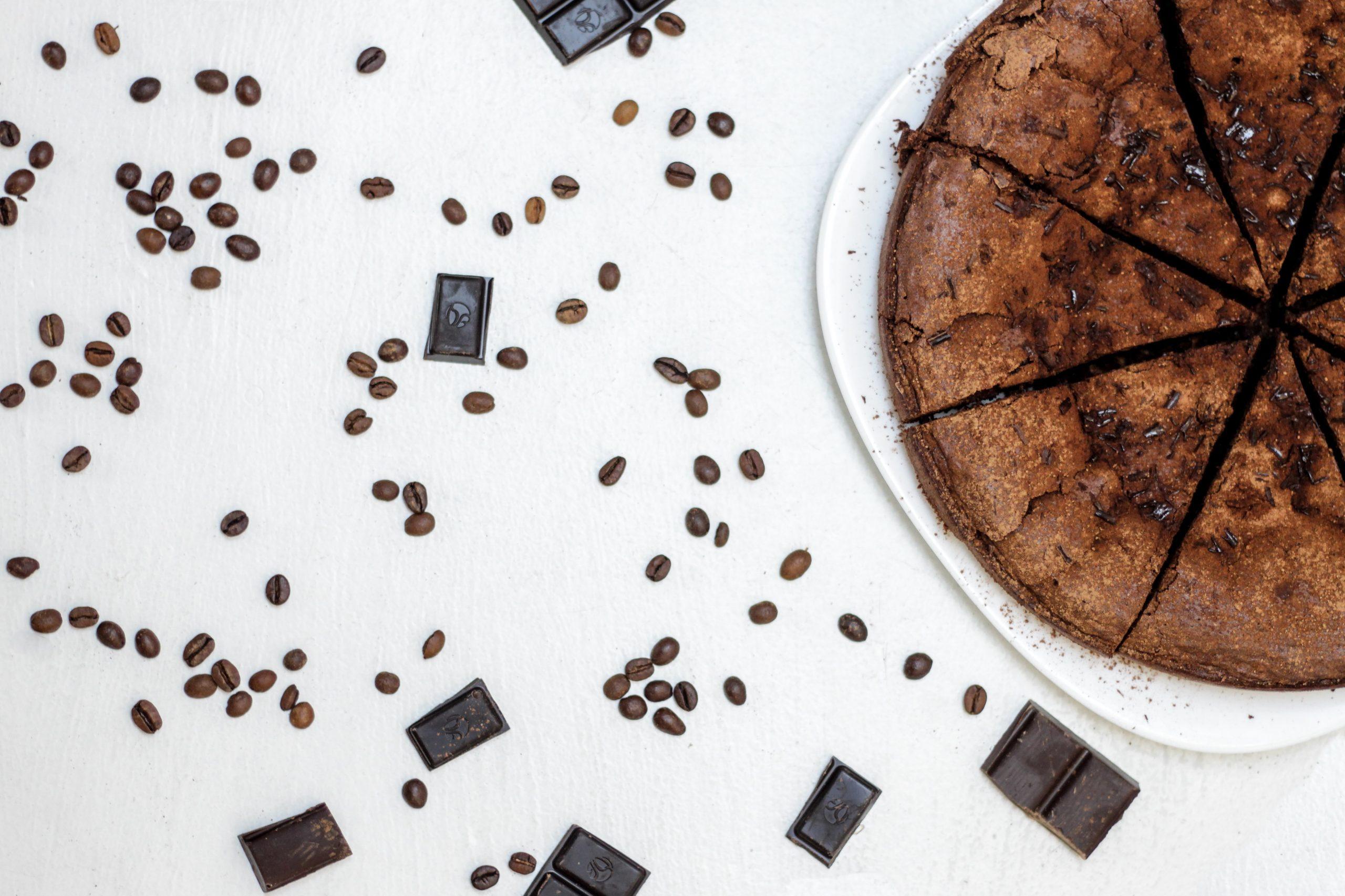 Torta con barrette di cioccolato fondente