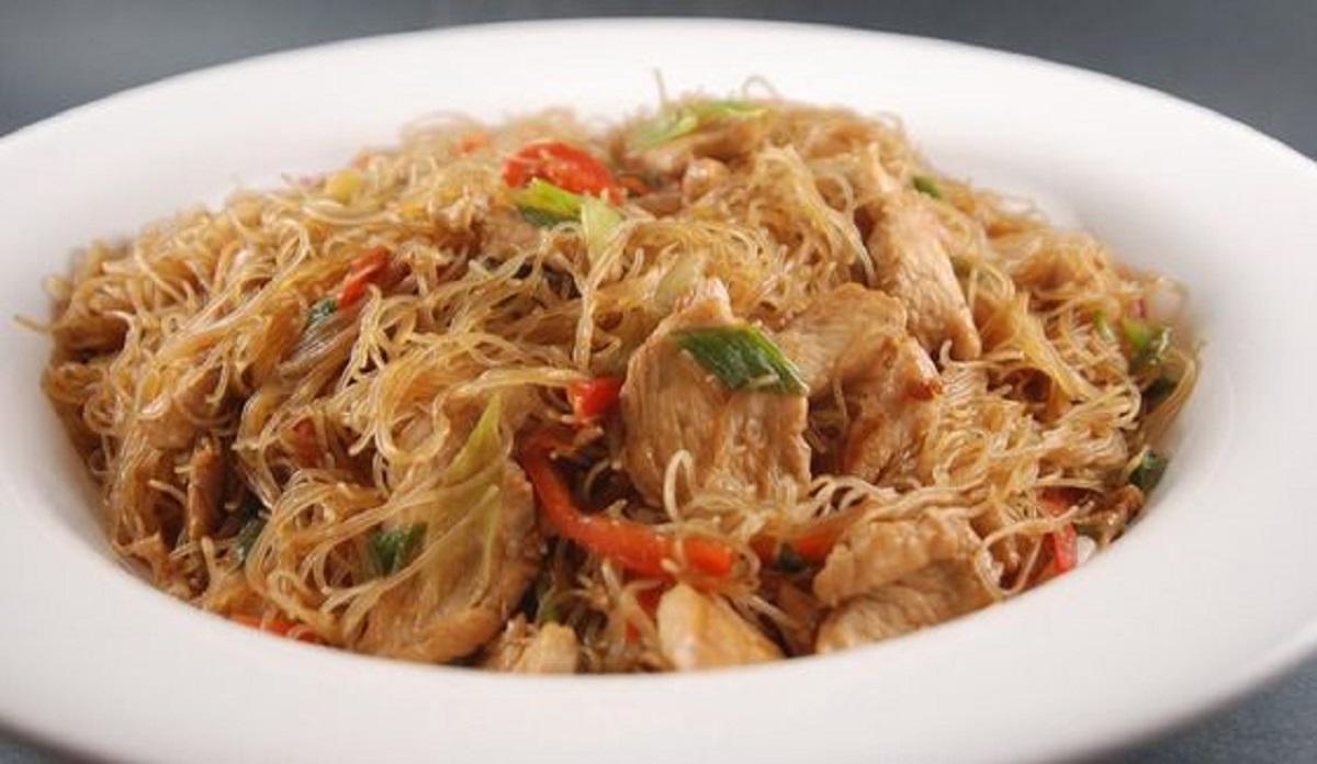 vermicelli di riso con verdure e pollo