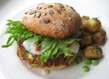 Hamburger con feta e spinaci: ricetta vegetariana