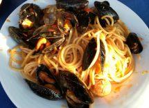 Spaghetti con le cozze in bianco: ricetta di mare