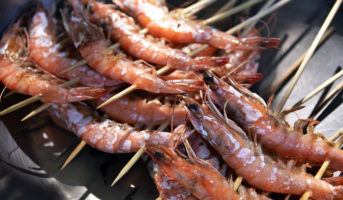 Spiedini di gamberi e calamari al forno