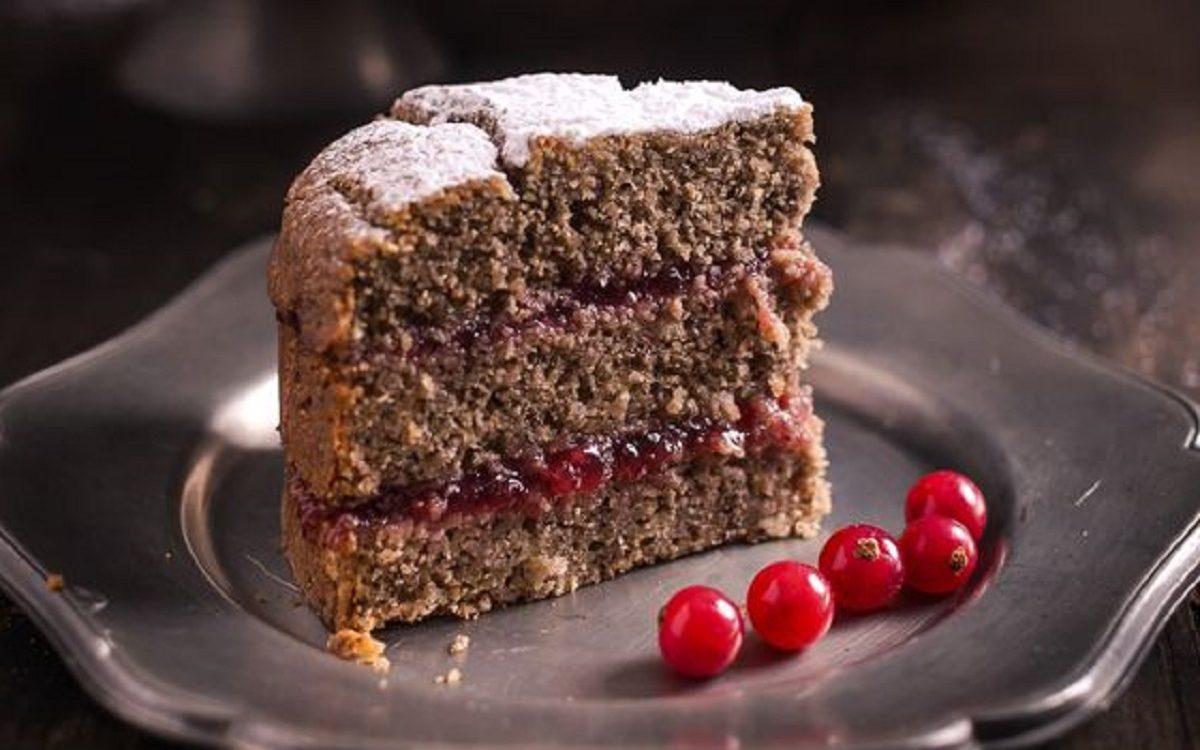 torta di grano saraceno e marmellata di mirtilli rossi