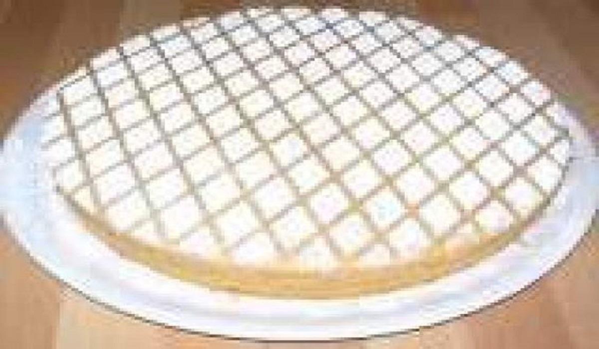 Potete fare una versione SENZA GLUTINE sostituendo gli 80 grammi di farina con altrettanta farina di mandorle. La ricetta originale prevede burro ma se volete sostituirlo leggete QUI. Potete usare farina di mandorle al posto delle mandorle intere. Non infornate mai a forno già caldo o non verrà bene. Potete farcire la torta panarellina con CREMA PASTICCERA o CREMA DI ZABAIONE. Se volete fare come me i disegni classici di questa torta con lo zucchero a velo preparate un foglio di carta e ritagliate i quadratini. Se vi è piaciuta questa ricetta potrebbero interessarvi anche le altre RICETTE REGIONALI oppure la ricetta della TORTA DI MANDORLE. Conservazione La torta panarellina si conserva coperta da pellicola trasparente per 3 giorni circa. Seguimi sulla pagina facebook cliccando QUI e non perderai nessuna ricetta. Torna alla HOME PAGE