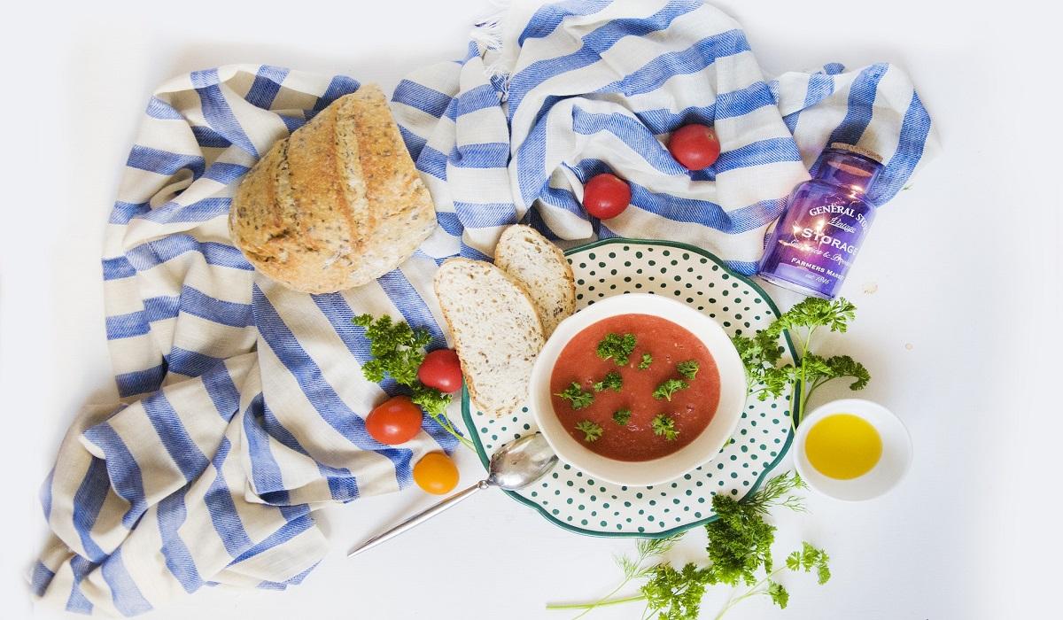 Gazpacho di anguria, pomodori e mandorle